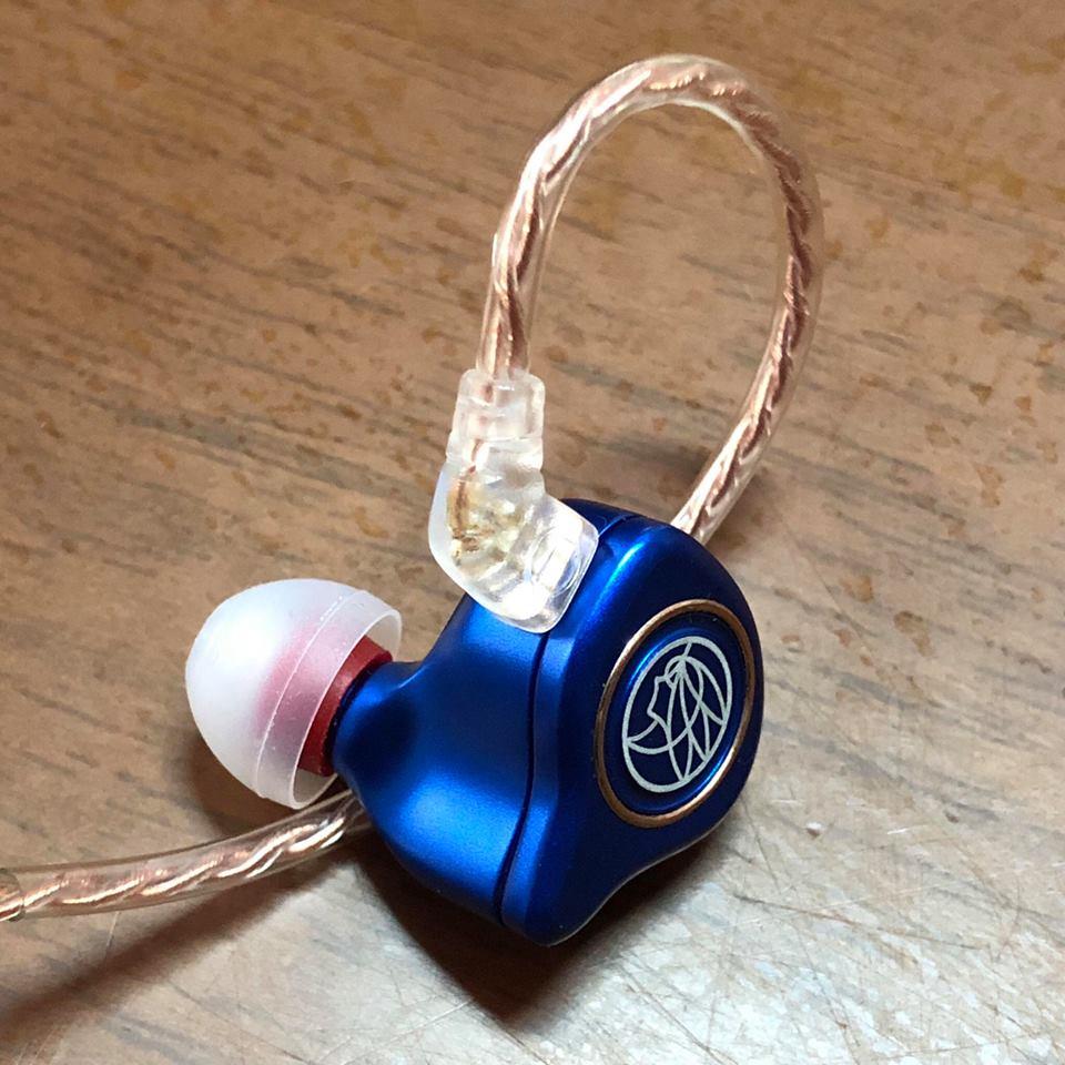 (1คู่) SpinFit CP100 (สีขาว/แดง Size M 12mm) จุกหูฟังอัพเกรด เสียงเบสแน่นขึ้น และเสียงแหลมดีขึ้น จุกหูฟังสำหรับหูฟังแบบสอดหู In Ear Monitor (IEM)