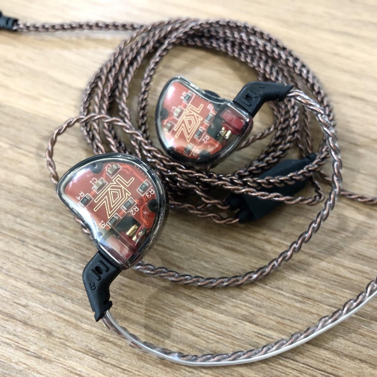KZ รุ่น ZS10 สีดำ (มีไมค์ ) หูฟัง Hybrid 5 ไดร์เวอร์ ถอดเปลี่ยนสายได้ ประกัน 6 เดือน รูปทรง in ear monitor (IEM) เสียงดี มิติครบ
